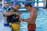 ANTIGUA, instructor giving scuba diving lesson, in pool, ANT802JPL
