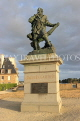 FRANCE, Brittany, SAINT-MALO, Old Town, ramparts, Jacques Cartier statue, FRA2648JPL