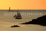 FRANCE, Brittany, SAINT-MALO, Old Town, seascape and tour boat, sunset, FRA2640JPL