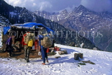 INDIA, Himachal Pradesh, Himalayas, camp site, guides and porters, IND1228JPL