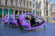 ITALY, Lombardy, MILAN, Veloleo, electric rickshaws for city touring, ITL2067JPL