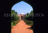India, DELHI, Humayun's Tomb,  view through arch, IND1251JPL