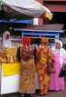 Indonesia, SUMATRA, Bukittinggi, Market place and women at stall, IND106JPL