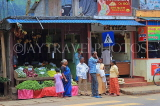 SRI LANKA, Pussellawa, town centre, people and small shops, SLK4233JPL
