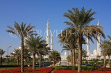 UAE, ABU DHABI, Sheik Zayed Mosque, and palm tree lined avenue, UAE657JPL
