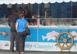 UK, Hampshire, PORTSMOUTH, harbour, seafood stall, UK6551JPL