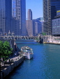 USA, Illinois, CHICAGO, Chicago River and tour boat, Downtown, Marina City area, CHI900JPL