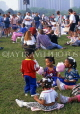 USA, Illinois, CHICAGO, Grant Park, Blues Festival, children eating candyfloss, US3798JPL