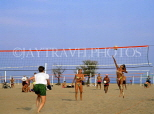 USA, Illinois, CHICAGO, volleyball game on North Avenue Beach, CHI806JPL