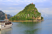 VIETNAM, Halong Bay, Ti Top Island, and cruise boat, VT1773JPL