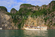 VIETNAM, Halong Bay, cruise boat and limestone formations, VT1858JPL
