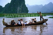 VIETNAM, Hoa Binh (Ha Son Binh), family on boat, River Yen, VT481JPL