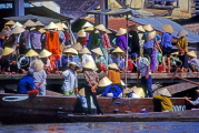VIETNAM, Hoi An, Floating Market, and crowds, VT313JPL
