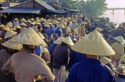 VIETNAM, Hoi An, crowds in traditional conical hats, by fish market, VT695JPL