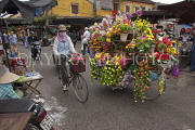 VIETNAM, Hoi An, street vendor, flower seller, VT2301JPL