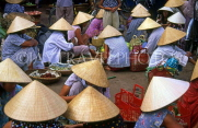 VIETNAM, Hue, market scene, vendors wearing typical conical hats, VT165JPL