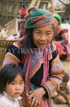 VIETNAM, Lao Cai province, Sapa, Bac Ha, Cau Son, Flower Hmong woman and child, VT608JPL