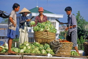 VIETNAM, Mekong Delta, Can Tho Floating Market, vendors packing cabbages, VT679JPL